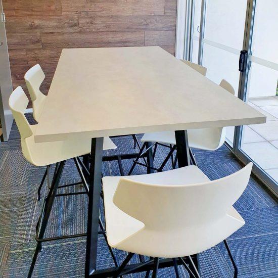 bar_leaner_seating